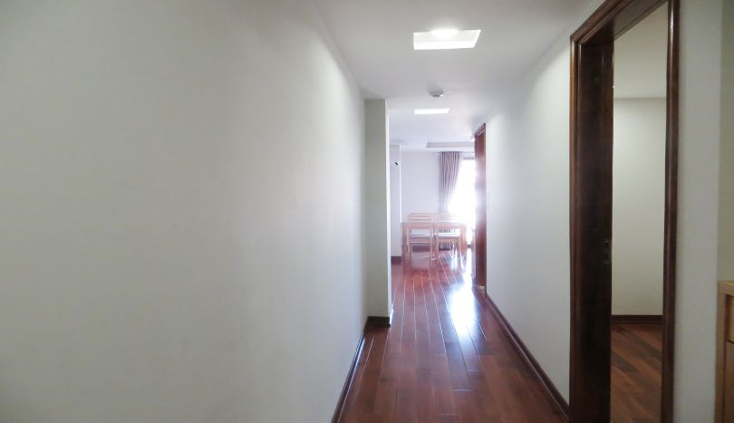 1 bedroom apartment on 8th floor for rent in Truc Bach