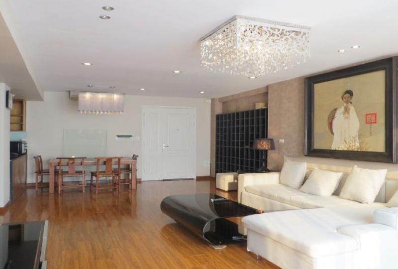 2 bedroom apartment in Tay Ho for rent, ensuite reception room