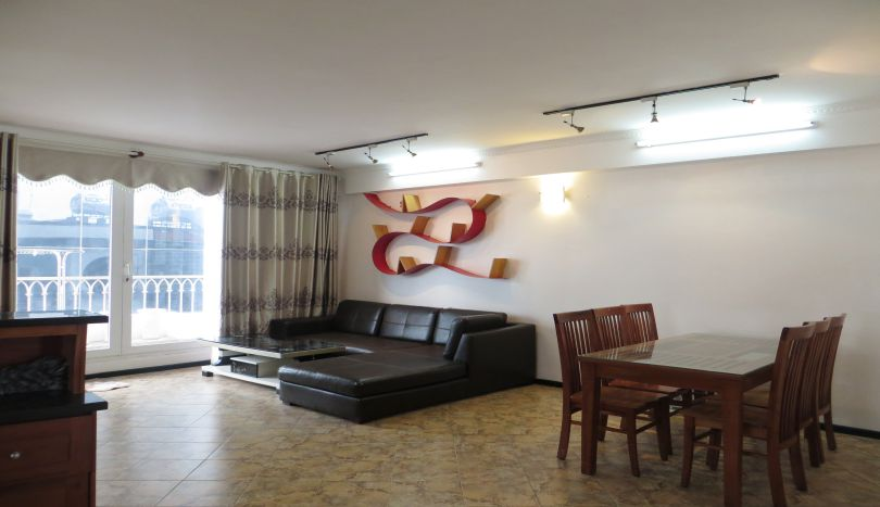 2 bedroom apartment to rent in Tay Ho, Lac Long Quan street