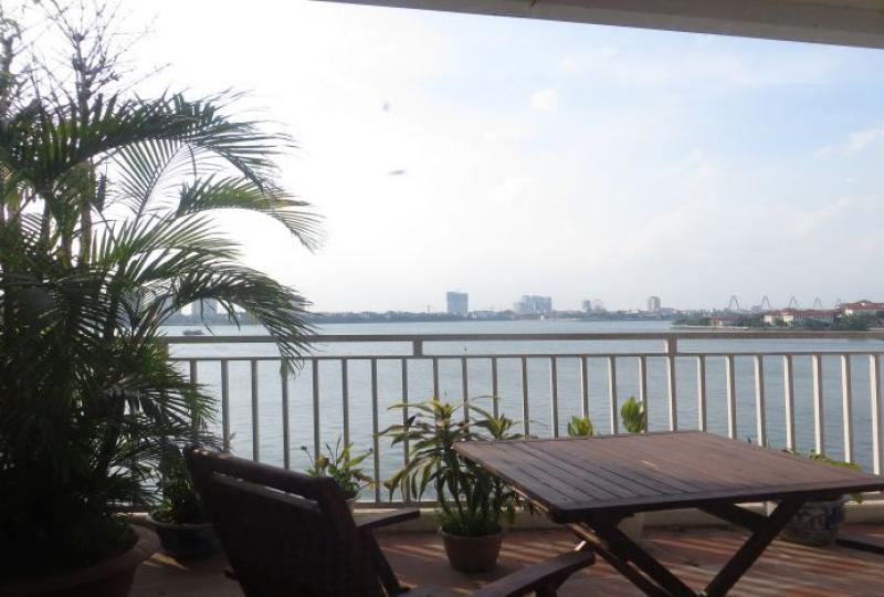 2 bedroom apartment with balcony over lake view in Tay Ho