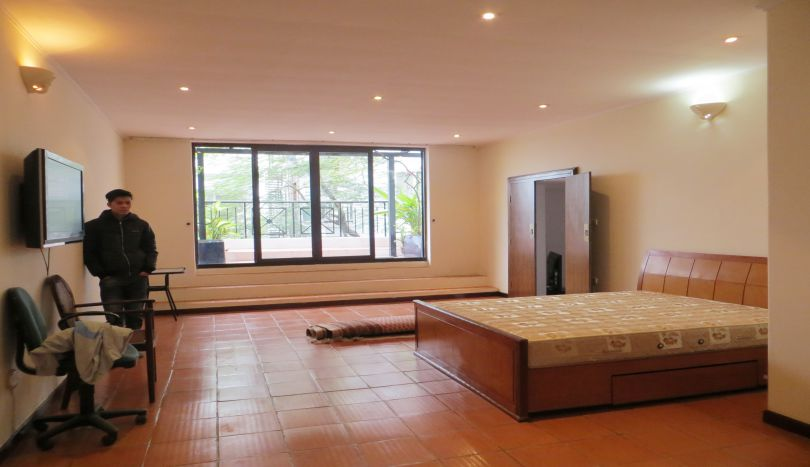 200m2, 3 bedroom apartment for rent in Ba Dinh, Truc Bach