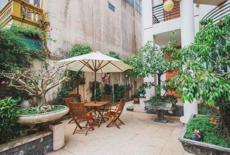 Big garden house for rent Long Bien in Ngoc Thuy street