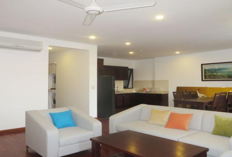 3 bedroom apartment to rent in Tay Ho, 180m2, 2 bathrooms