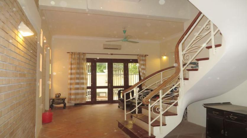 3-bedroom-house-for-rent-in-nghi-tam-village-with-unfurnished-tay-ho-1