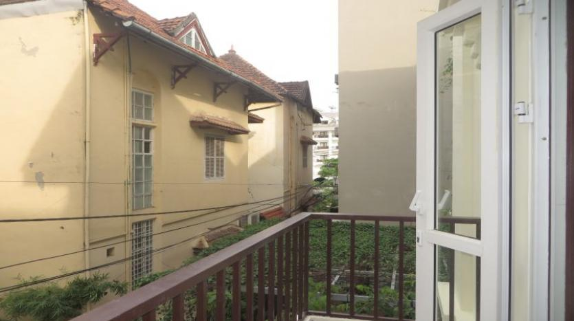 3-bedroom-house-for-rent-in-nghi-tam-village-with-unfurnished-tay-ho-13