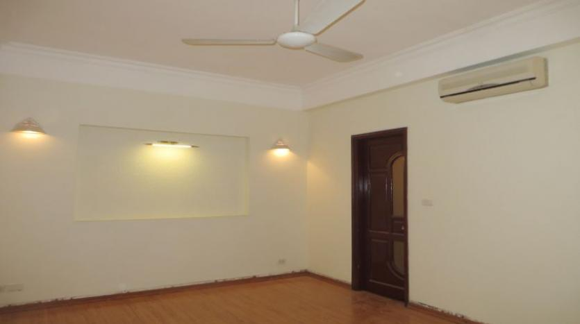 3-bedroom-house-for-rent-in-nghi-tam-village-with-unfurnished-tay-ho-14