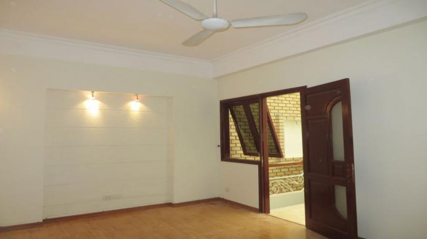 3-bedroom-house-for-rent-in-nghi-tam-village-with-unfurnished-tay-ho-15