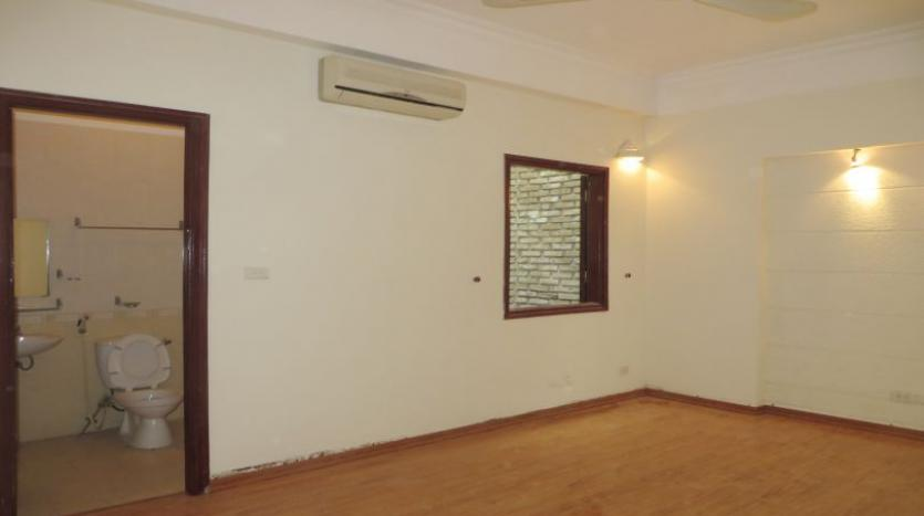 3-bedroom-house-for-rent-in-nghi-tam-village-with-unfurnished-tay-ho-18