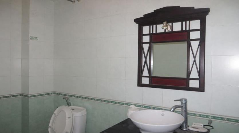 3-bedroom-house-for-rent-in-nghi-tam-village-with-unfurnished-tay-ho-3