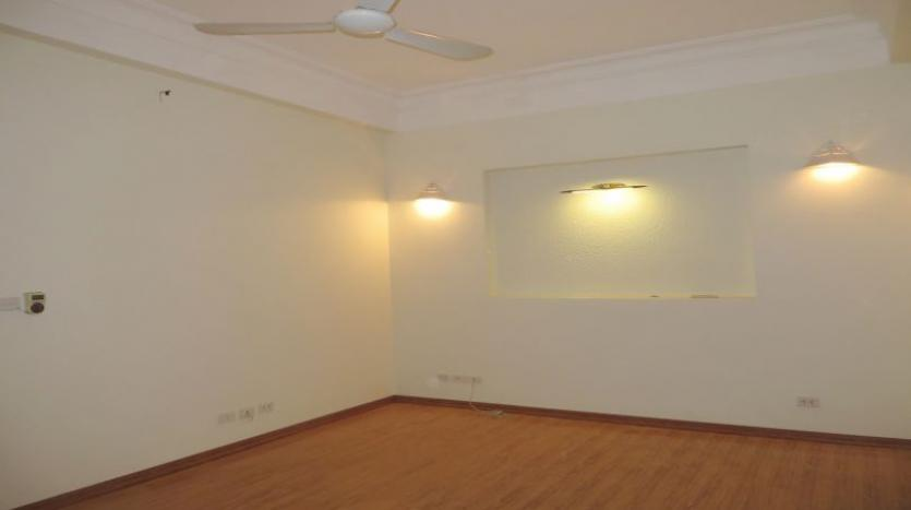 3-bedroom-house-for-rent-in-nghi-tam-village-with-unfurnished-tay-ho-5