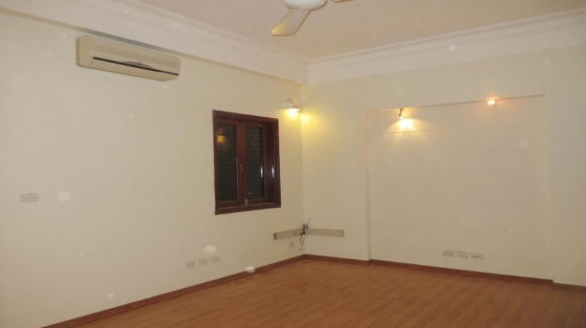 3-bedroom-house-for-rent-in-nghi-tam-village-with-unfurnished-tay-ho-6