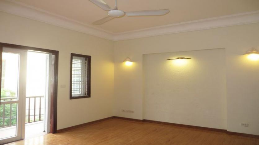 3-bedroom-house-for-rent-in-nghi-tam-village-with-unfurnished-tay-ho-8