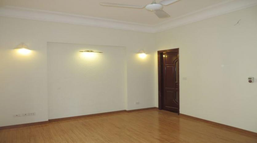 3-bedroom-house-for-rent-in-nghi-tam-village-with-unfurnished-tay-ho-9