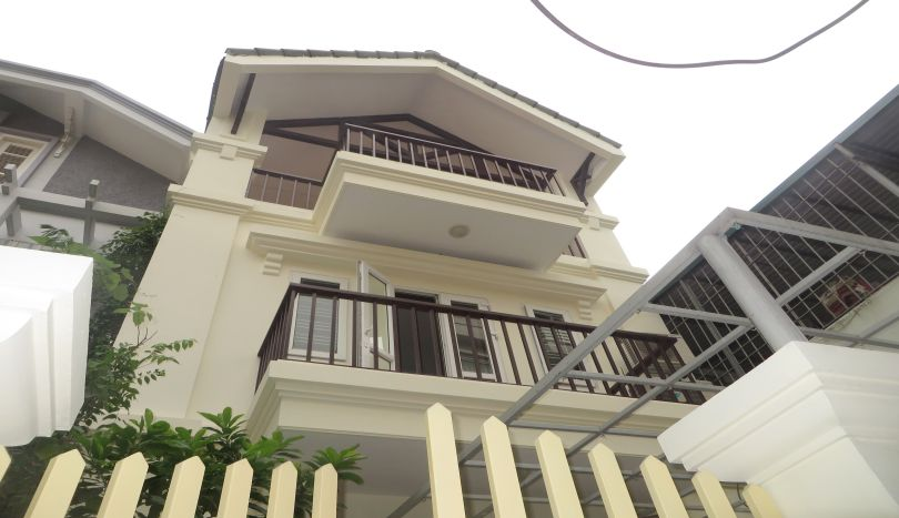 3 bedroom house for rent in Nghi Tam village with unfurnished, Tay Ho