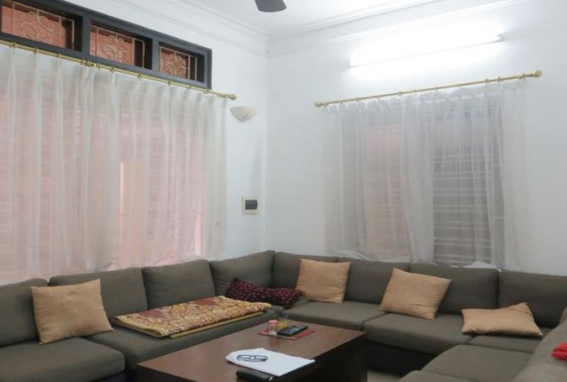 3 bedroom house rental in Tay Ho district, private garage
