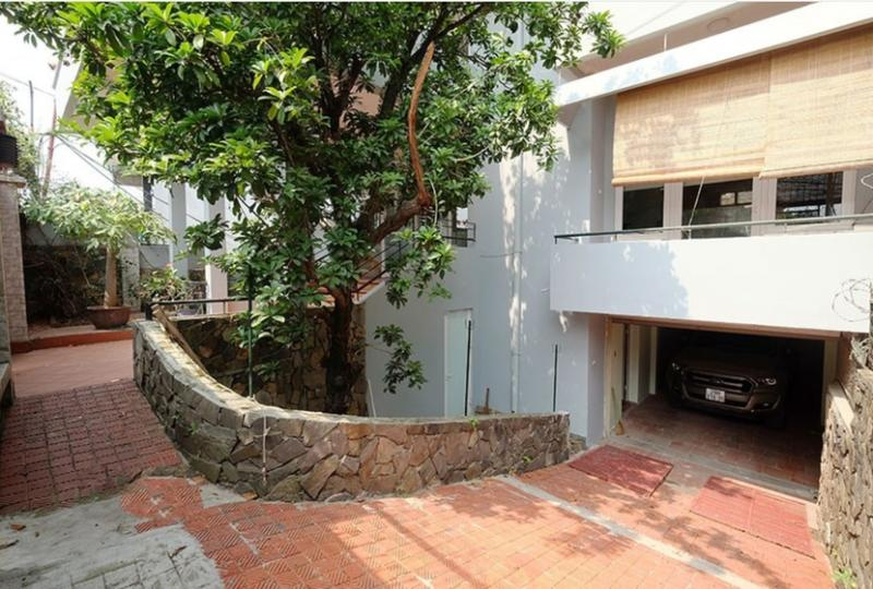 3 bedroom house to rent in Tay Ho, 2 floors only