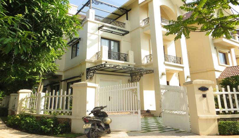 4 bedroom detached villa for rent in Vinhomes Riverside Long Bien