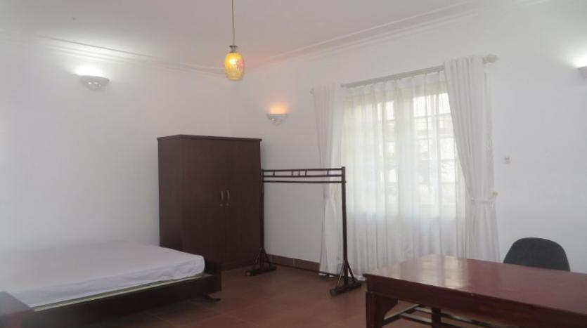 4-bedroom-house-rental-in-tay-ho-furnished-with-large-yard-10
