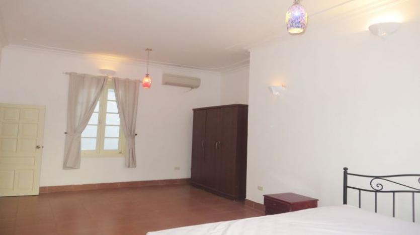 4-bedroom-house-rental-in-tay-ho-furnished-with-large-yard-14