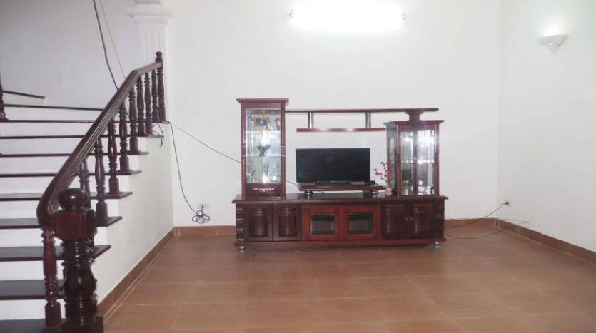 4-bedroom-house-rental-in-tay-ho-furnished-with-large-yard-21