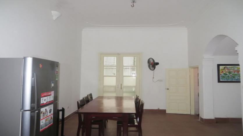 4-bedroom-house-rental-in-tay-ho-furnished-with-large-yard-4