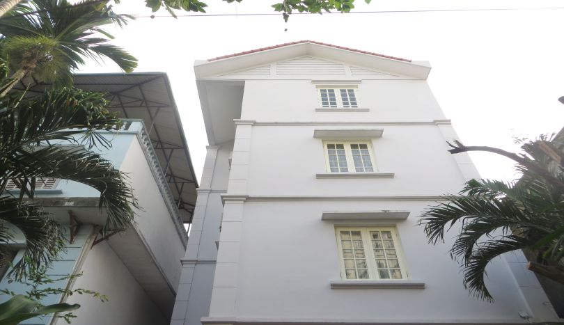 4 bedroom house rental in Tay Ho, furnished with large yard