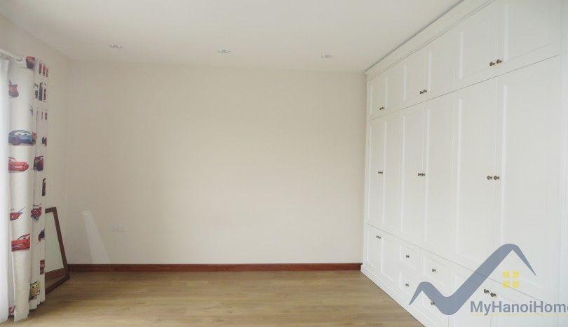 4 bedroom villa to rent in Vinhomes Riverside nearby Vincom Plaza