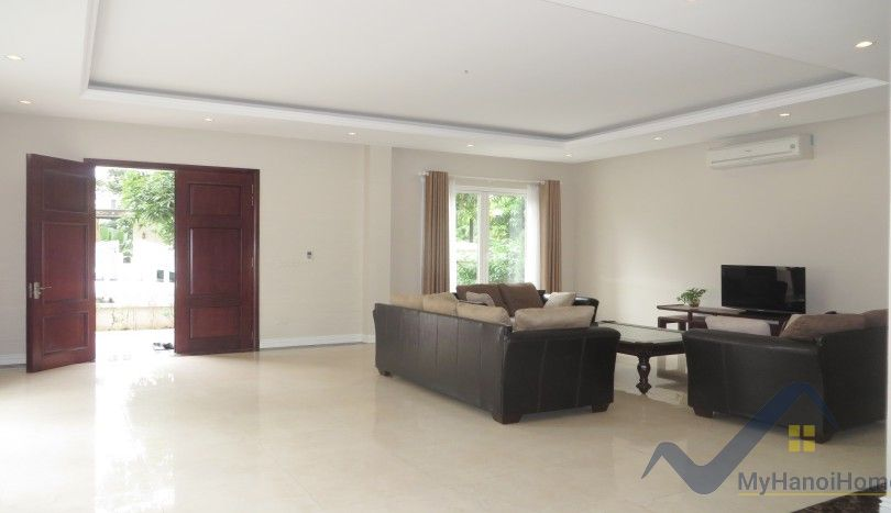 4 bedroom villa to rent in Vinhomes Riverside nearby Vincom Plaza