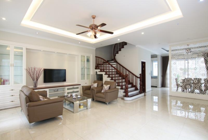 4 bedrooms, 4 bathrooms house in Vinhomes Riverside Hanoi furnished