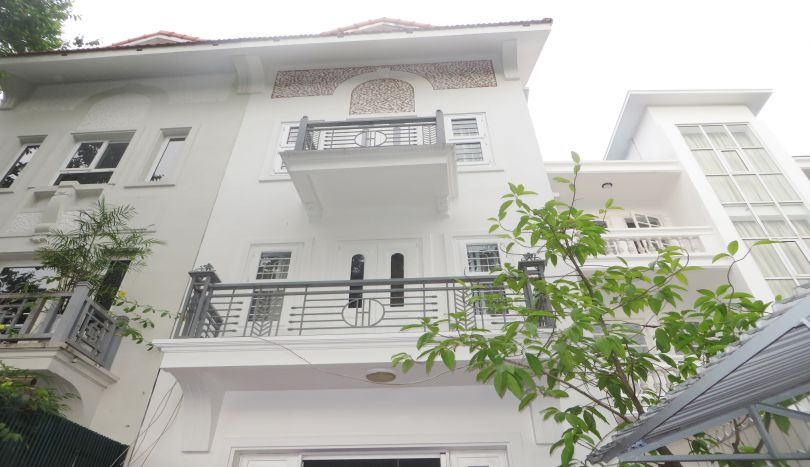 4 family bedroom house, lake view for rent in Tay Ho