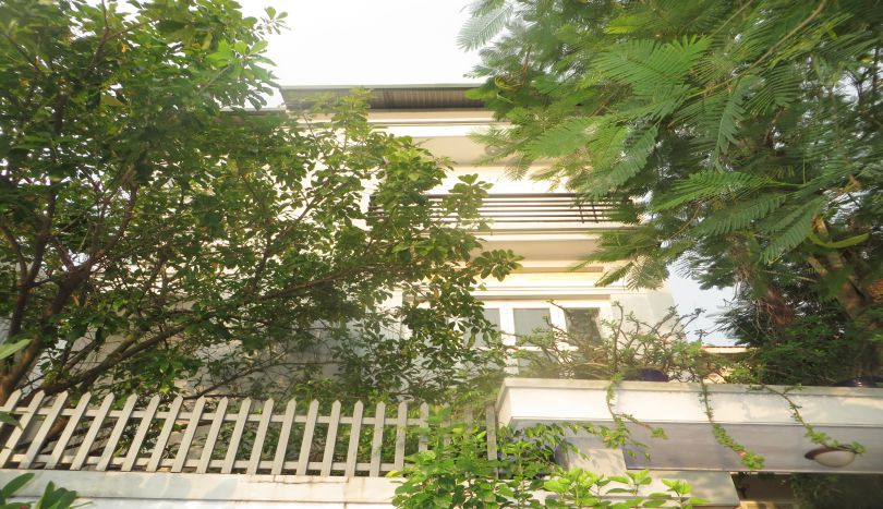 4BDs furnished house for rent in Tay Ho, quiet alley