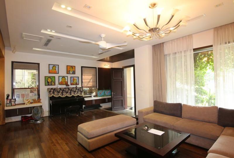 Nice Vinhomes Riverside villa for rent with furnished 4BR