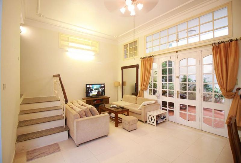 House for rent in Nghi Tam Tay Ho near Sheraton hotel