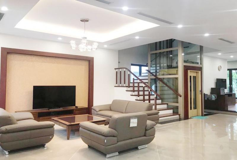 Biệt thự Vinhomes Riverside cho thuê gần Vincom Plaza full đồ
