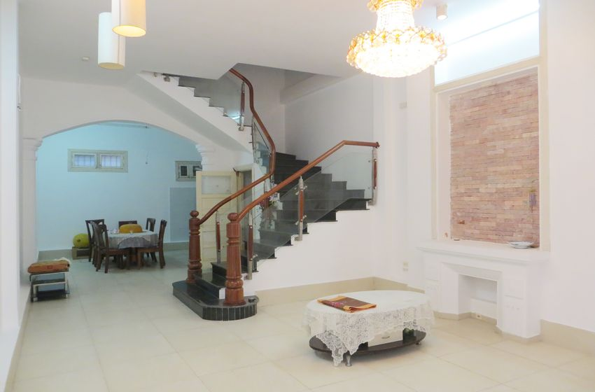 5 bedroom house for rent in Tay Ho, Hanoi with 5 levels