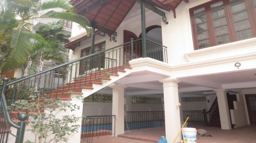 5-bedroom-semi-furnished-villa-to-let-on-to-ngoc-van-tay-ho-1