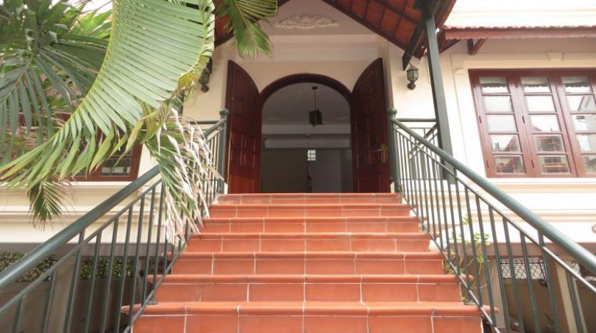 5-bedroom-semi-furnished-villa-to-let-on-to-ngoc-van-tay-ho-4