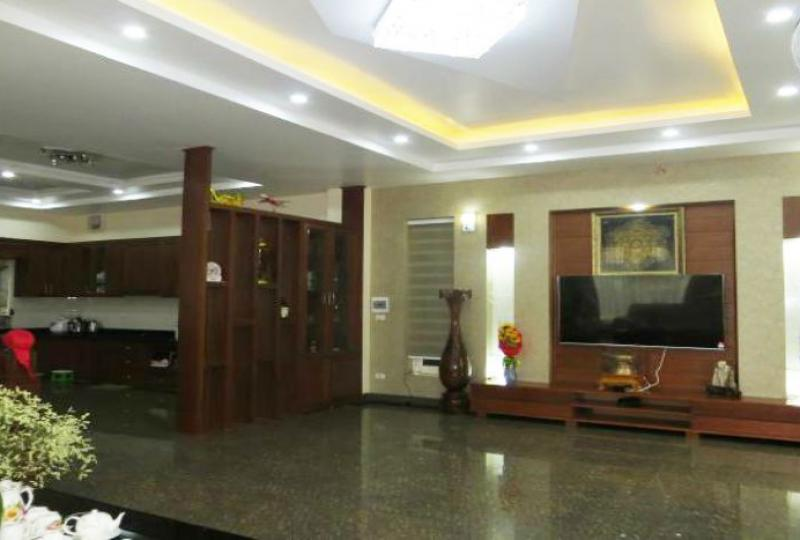 5 bedroom villa for rent in Vinhomes Riverside, corner location
