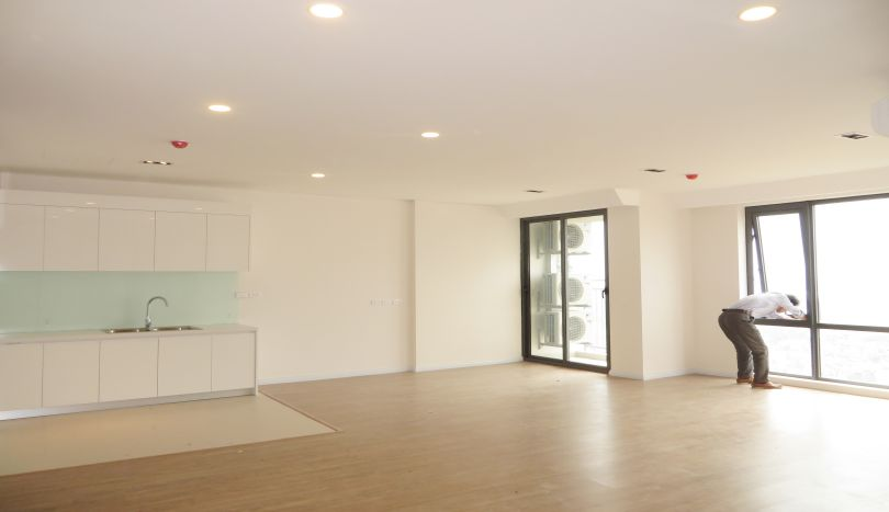 A brand new three bedroom apartment for rent in Mipec Riverside