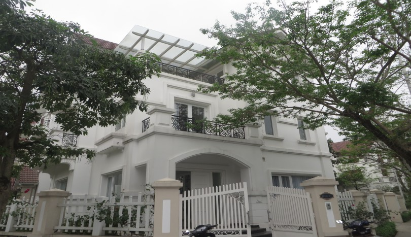 A charming 4 bedroom villa in Vinhomes Riverside to rent