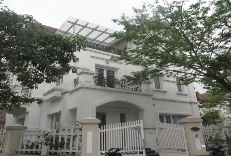 A charming 4 bedroom villa in Vinhomes Riverside to rent