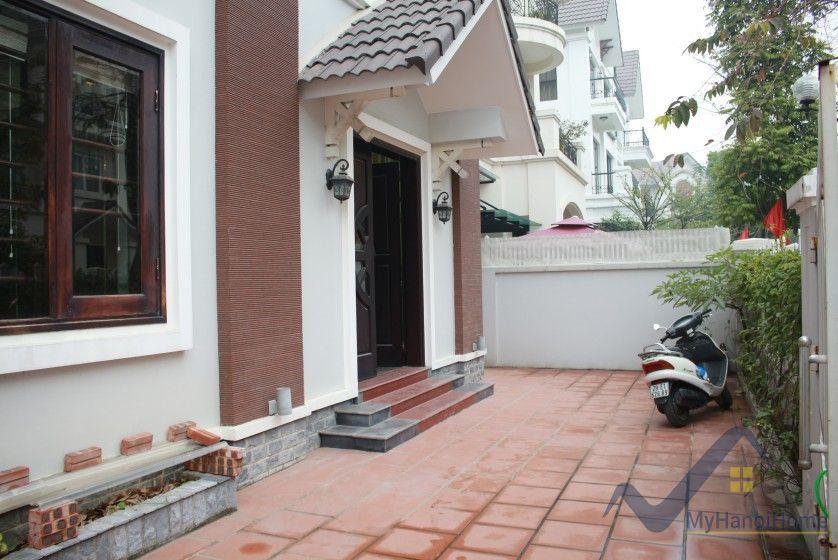 Anh Dao Vinhomes Riverside villa for rent with furnished