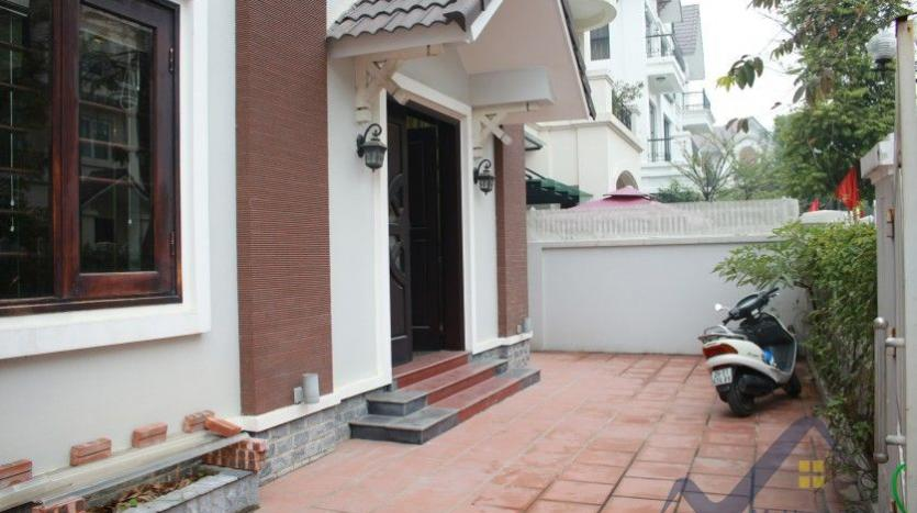 anh-dao-vinhomes-riverside-villa-for-rent-with-furnished-1