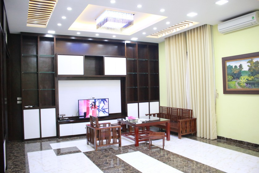Anh Dao Vinhomes Riverside villa for rent with furnished