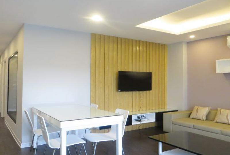 Apartment for rent in Tay Ho on 5th floor, 2 bedrooms