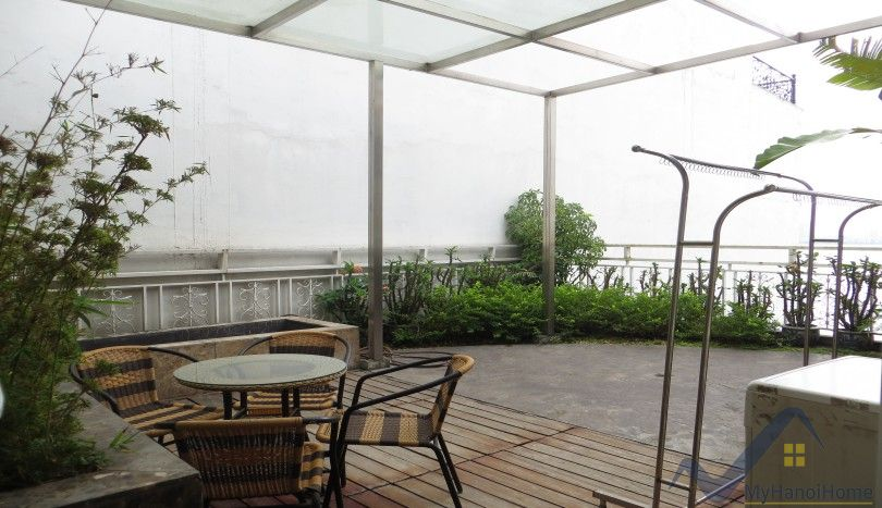 Apartment for rent in Xuan Dieu, Tay Ho area, huge terrace