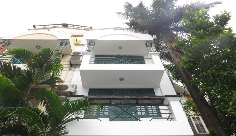Au Co street house for rent in Tay Ho, 4 beds, 3 baths