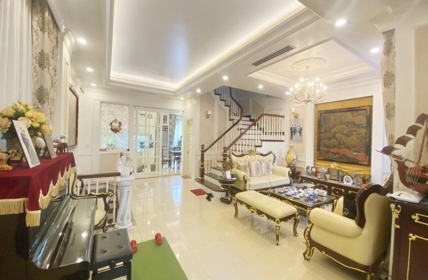 Beautiful furnished 4 bedroom villa in Vinhomes Riverside, near Almaz