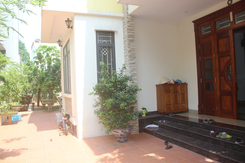 Big garden house for rent Long Bien in Ngoc Thuy street