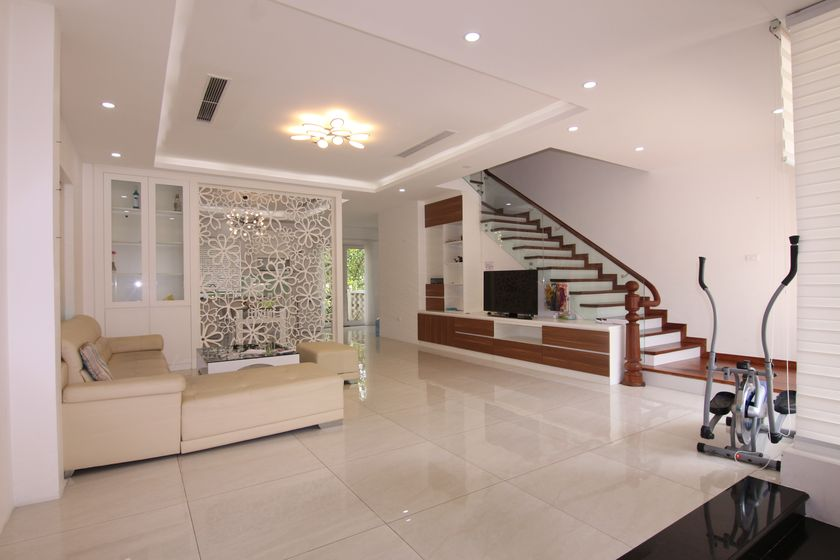 Brand new detached Vinhomes Riverside villa offers services included